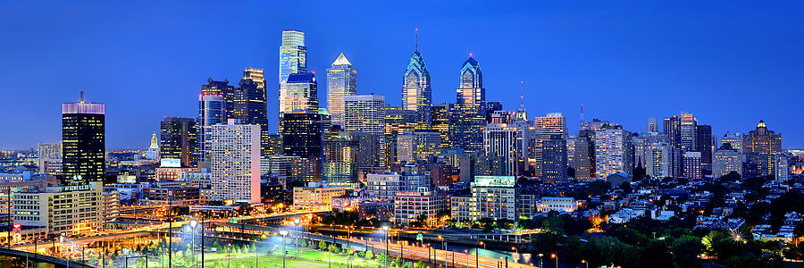 philadelphia-skyline-at-night-evening-panorama-jon-holiday